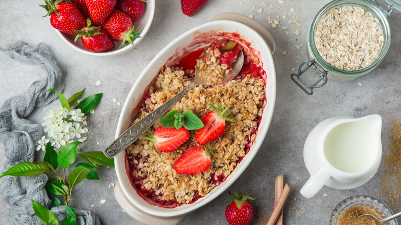Strawberry and Rhubarb Crumble